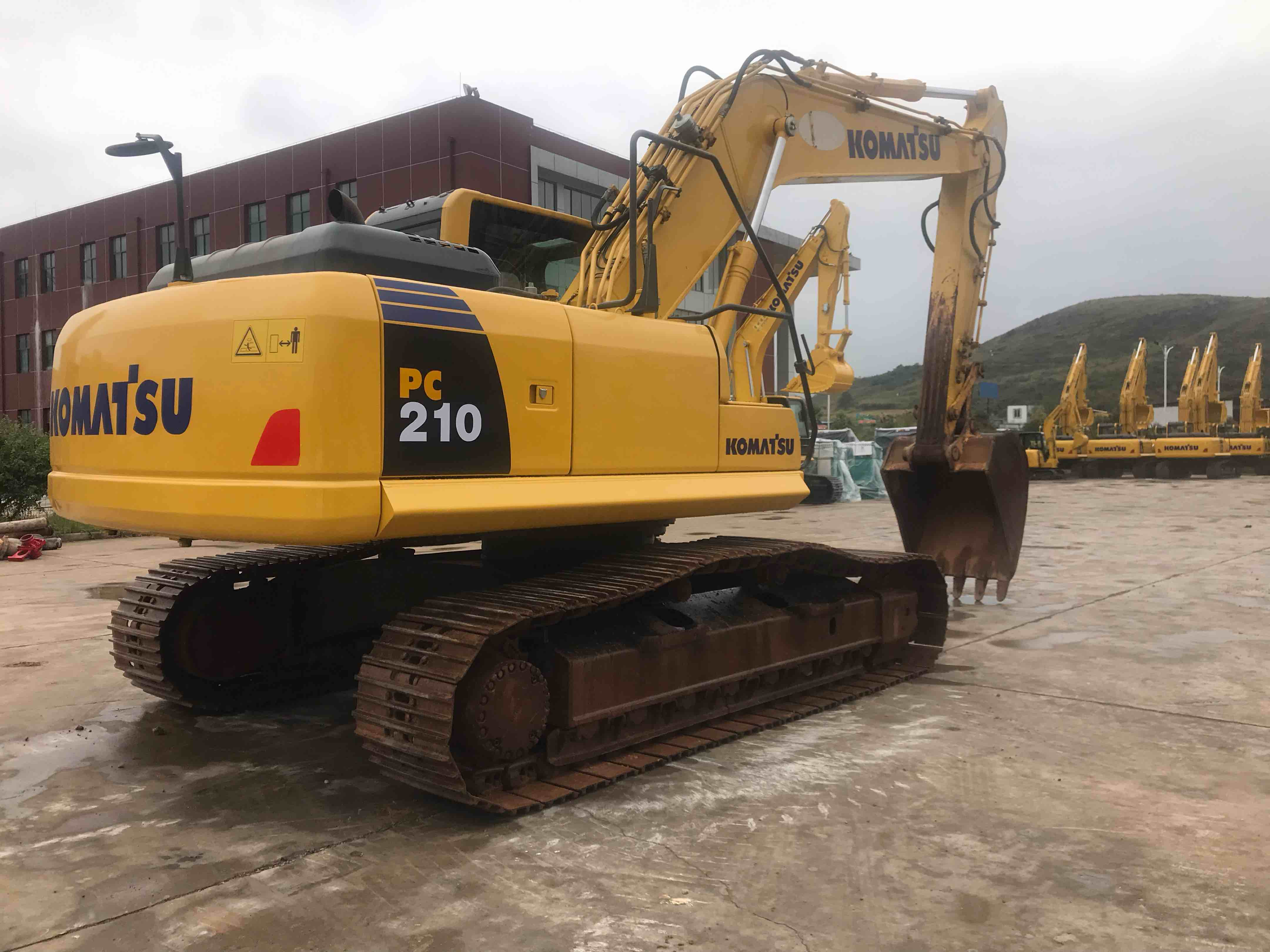 小松PC210-8M0挖掘机
